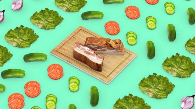 Imagem com tábua com carne ao centro, e ilustrações de tomates, pepinos e alfaces em volta