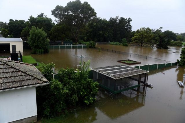 Halaman belakang kebanjiran di Penrith, New South Wales, Australia.