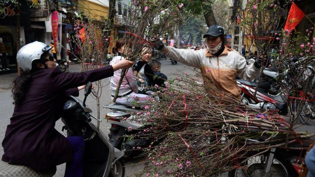 Phụ nữ chỉ nên làm những việc họ thấy vui trong dịp Tết, theo nhà báo Thu Hà.