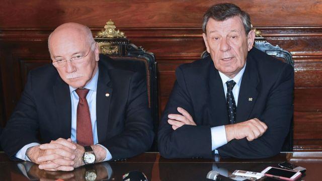 Rodolfo Nin Novoa (à dir) e o chanceler paraguaio Eladio Loizaga