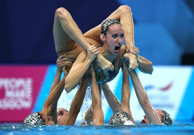 西班牙花樣游泳隊正參加決賽。