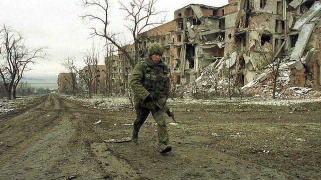 Soldado russo em Grozny