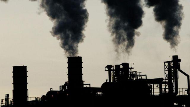 धुरामुळे वायू प्रदूषणात प्रचंड वाढ झाली आहे.