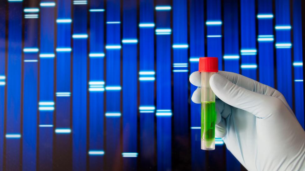 Пробирка на фоне последовательности ДНК