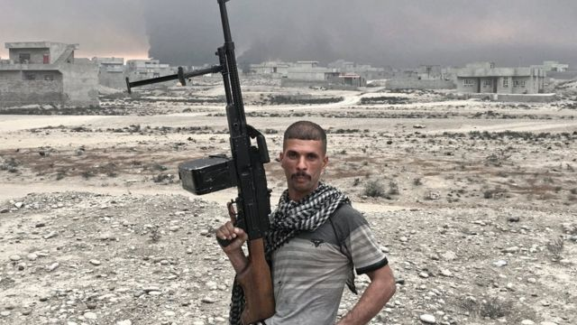 حيدر حسين، 20 عاما، في ضواحي القيارة، ضمن القوات المشاركة في تحرير مدينة الموصل وضواحيها