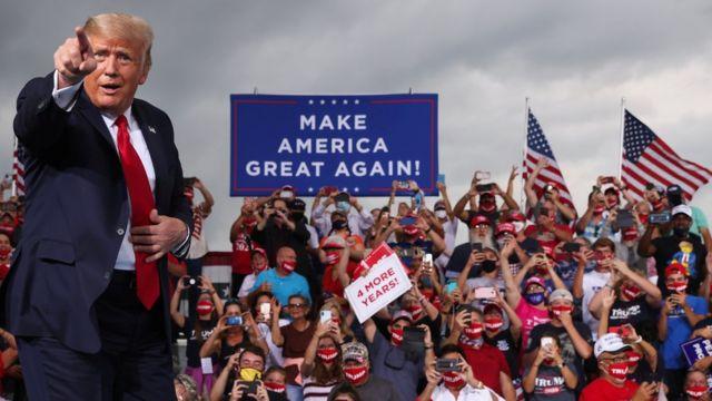Трамп на митинге