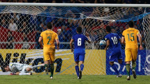 تيراسيل دانغا يسجل الهدف الثاني لتايلاند