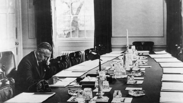 Harold Wilson at the cabinet table