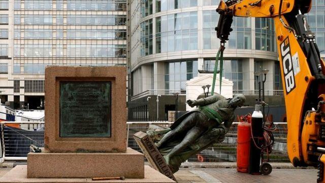 памятник работорговцу Роберту Миллигану