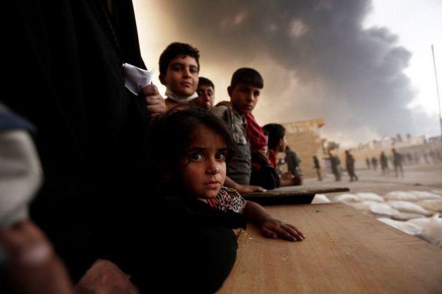 इराक़ी शहर मोसुल में बेघर बच्चे