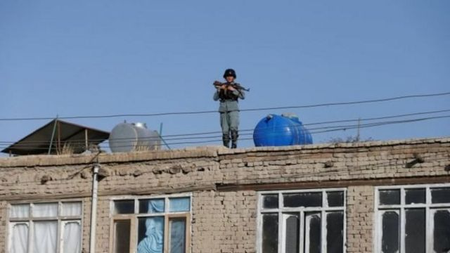 Полицейский на крыше