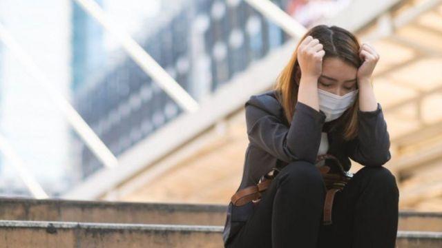يقول خبراء إن تطبيق الإغلاق له تأثير ضار على الصحة البدنية والعقلية والمجتمع أيضا
