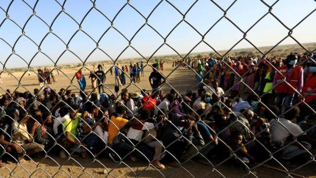 لاجئون إثيوبيون فروا إلى السودان.