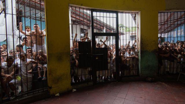 Pandilleros detenidos en El Salvador