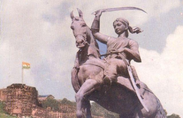 'ராணி மஹல்' அரண்மனையில் லக்ஷ்மிபாயி