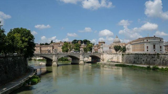 Vista de Roma sobre el río Tíbet.