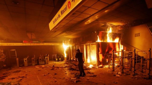 Metro station on fire in Santiago