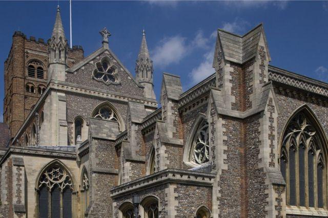 La catedral de St Albans fue construida con ladrillos rescatados de la ciudad romana en ruinas de Verulamium