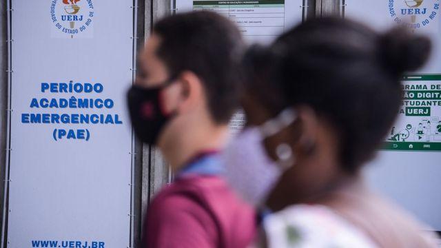 Participantes usando máscaras no Enem 2020