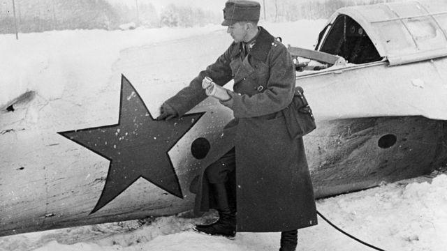 Сбитый советский военный самолет