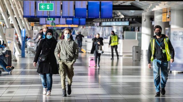 مطار أمستردام في هولندا