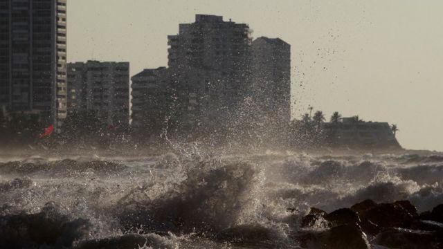 Mar revuelto en Cartagena por el huracán Iota