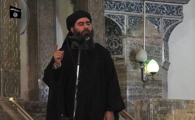 Fotograma de un video propagandístico de EI en el que se ve a su líder, Abu Bakr al-Baghdadi, el autodenominado califa Ibrahim.
