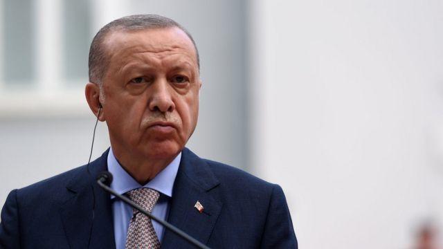 O presidente turco Recep Tayyip Erdogan fala durante uma coletiva de imprensa em Cetinje, Montenegro (28 de agosto de 2021)