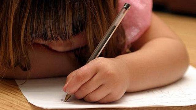 बाएं हाथ से लिखना