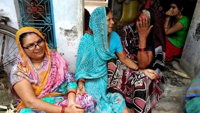 जौनपुर के राजेश के परिवार के लोग