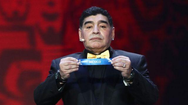 Diego Armando Maradona durante el sorteo del Mundial de Rusia 2018.