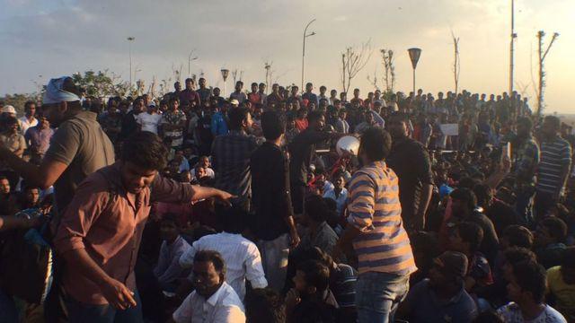சென்னை மெரினா கடற்கரையில் நடந்த ஜல்லிக்கட்டு போராட்டம்