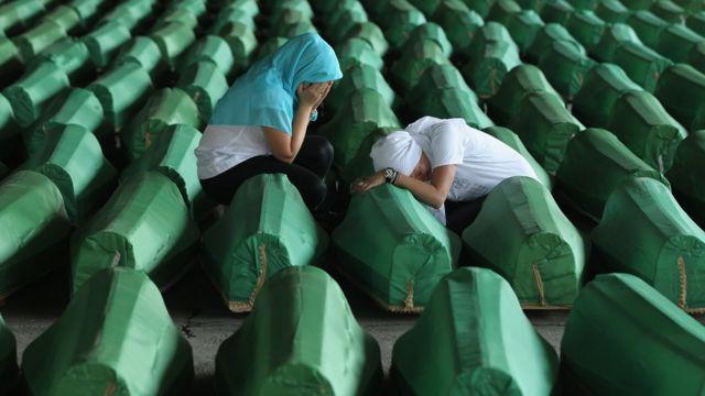 Srebrenitsa'da ölenlerin tabutları