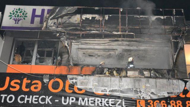 Bursanın Yıldırım rayonunda HDP binası yandırılıb