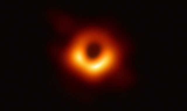 ภาพถ่ายขอบฟ้าเหตุการณ์ของหลุมดำมวลยิ่งยวด ใจกลางดาราจักร M87