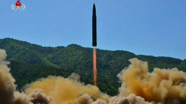 朝鮮中央テレビはICBM発射実験の際に撮影されたとする写真を公開した