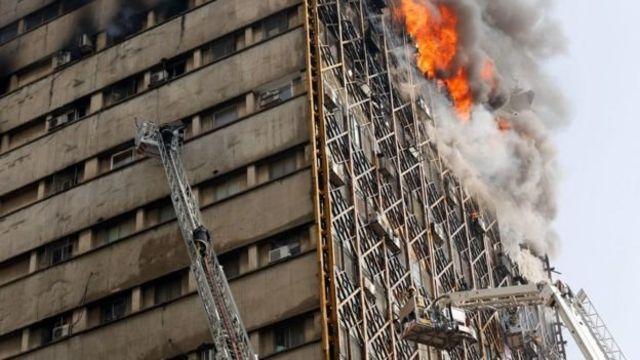 المبنى مشتعل