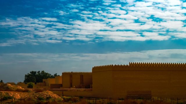 Ruinas babilonias parcialmente restauradas en Hilah, Irak.