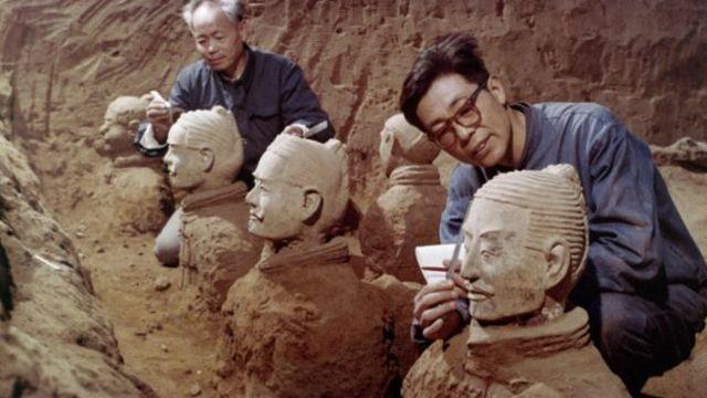 ภาพ: นักโบราณคดีทำงานขุดค้นสุสานจิ๋นซี ในปี 1979