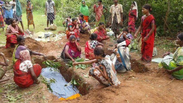 दो नाबालिगों सोनकू राम और सोमड़ू का परिवार