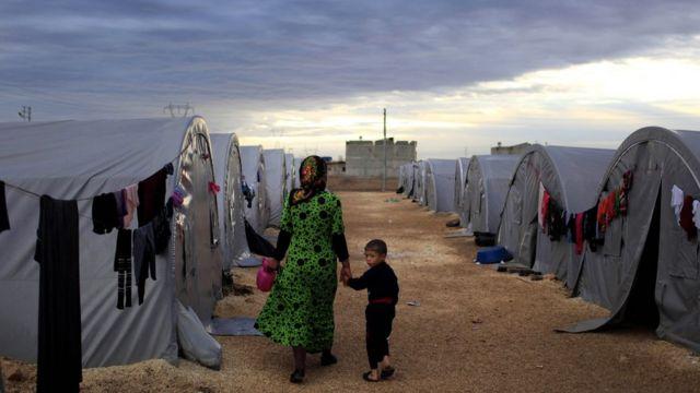 ဆီးရီးယားဒုက္ခသည်တွေဟာ နေ့စဉ် ဗုံးကြဲတဲ့ဒဏ်ကိုလည်းခံနေရပါတယ်။