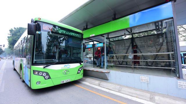 Tuyến xe buýt nhanh Hanoi BRT lần đầu tiên áp dụng thử nghiệm tại Việt Nam có chiều dài 14,7 km qua 5 quận.