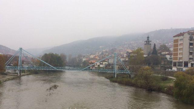 Río y puente en Veles
