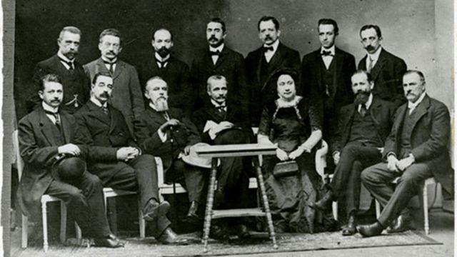 Eloísa Díaz con colegas masculinos