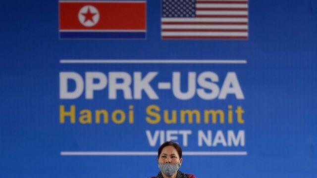 Tấm áp phích quảng bá cho cuộc họp thượng đỉnh khá đơn giản