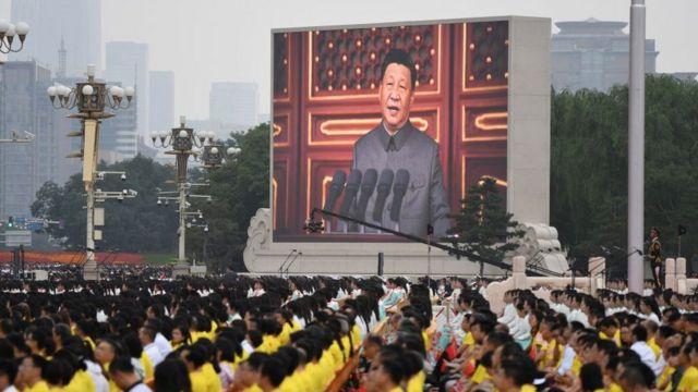 Xi Jinping konuşma yaparken.