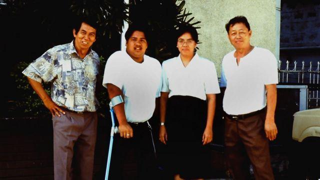 Pantaleón Mance (à esquerda) com Tuy e outros parentes