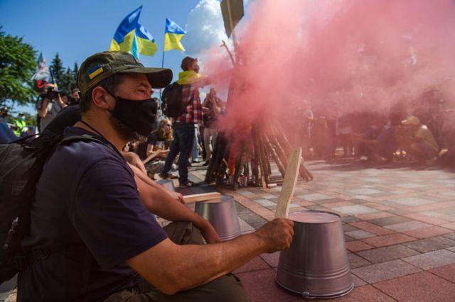 Біля Верховної Ради регулярно відбуваються мітингина захистукраїнської мови