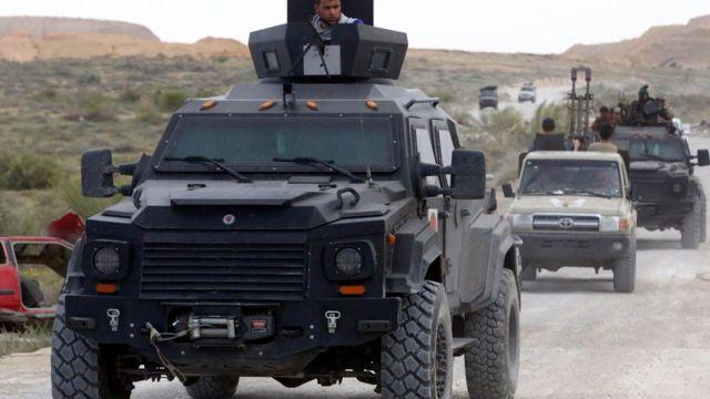 イスラム主義派の武装勢力が展開する首都トリポリ南の地域(15年3月21日)