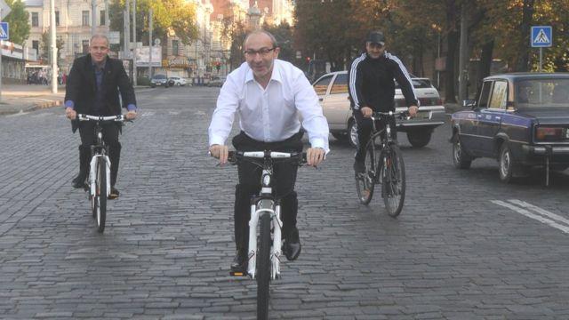 Геннадій Кернес на велосипеді